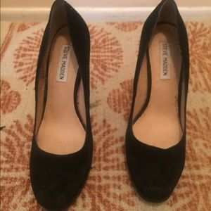 Steve Madden black pumps